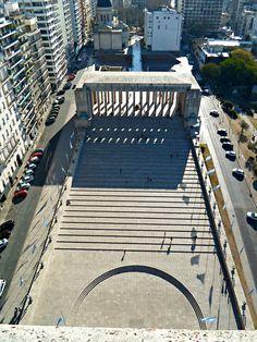 Vista de la explanada del monumento a la Bandera desde el mirador.
