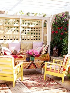 Love the Arizona feel and wicker fencing that creates privacy and shade. It makes m want to spend all my time outside.