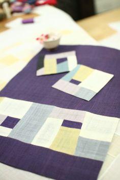 우리규방의 유리꼬쌤께서 만들어주신~ 신상!!!!! 모시로만든 식매트와 차받침세트를 소개합니다. 아무래도 ... Fabric Art, Fabric Design, Picnic Blanket, Outdoor Blanket, Korean Products, Tea Cozy, Korean Traditional, Quilting Projects, Fiber Art