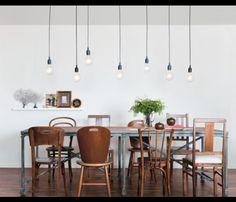 Lustre e mesa de jantar