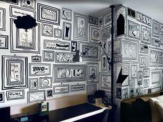 o designer Timothy Goodman fez em um dos quartos do Ace Hotel, em Nova York. Ao todo, o artista rabiscou 99 croquis à mão livre sobre a pintura branca do dormitório, todos eles dentro de molduras, também desenhadas. A temática é uma só: cenas nova-iorquinas.