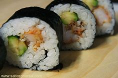 Maki sushi con tempura de langostino