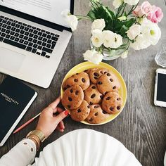 Baked these delish cashew butter cookies this morning 😋 Cashew Butter, Butter Recipe, Whole Food Recipes, Cookie Recipes, Mimi Ikonn, Biscuits, Healthy Treats, I Love Food, Food To Make
