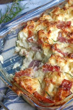 This chicken cordon bleu casserole is a low carb recipe that is rich creamy and amazing. This is an easy low carb dinner recipe made with cauliflower ham chicken covered in a creamy dijon sauce. Low carb chicken cordon bleu casserole is a low carb di Keto Foods, Ketogenic Recipes, Healthy Recipes, Diet Recipes, Recipies, Ketogenic Diet, No Carb Foods, Lindas Low Carb Recipes, Pasta Recipes