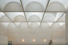 This interesting house by Japanese architecture firm Takeshi Hosaka Architects boasts ultra-modern, minimalist interiors saturated with natural light flooding in through a grid of acrylic skylight dome windows. Arch Interior, Interior Lighting, Lighting Design, Interior Design, Design Interiors, Space Architecture, Japanese Architecture, Contemporary Architecture, Roof Light