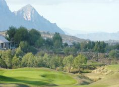 If you want to be thoroughly distracted by towering peaks then play the Catalina Nine at SaddleBrooke. #OV #highdesert #RoccoRealtyGroup #SaddleBrooke #Golf