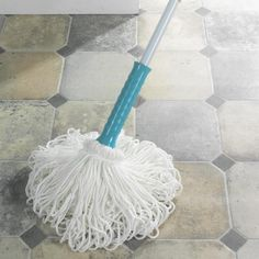 Self-wringing Twist Mop twists a full 360° to squeeze out every last drop with a simple twist of the handle, so much easier and quicker than the old mop and bucket method. Thirsty super-absorbent microfibre strands spread more evenly and suck up 5x more liquid, so less tangles, drips, puddles or dry spots.
