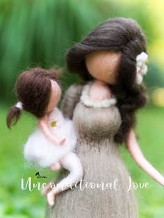 Mom of Two Daughters - Family Portrait Custom - Personalized Gifts - Mother Child art - Mother With Two Doughters Personalised Mother and daughter Mother's Day Gift Baskets, Fairy Gifts, Felt Fairy, Mothers Day Crafts, Parent Gifts, Waldorf Dolls, Felt Dolls, Mother And Child, Family Portraits