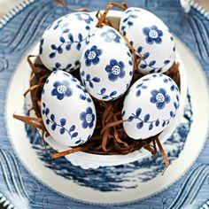 Easter Eggs For Breakfast 14 Simply Gorgeous Easter Egg Decorating Ideas Diy Decoupage Easter Eggs, Easter Egg Crafts, Napkin Decoupage, Easter Egg Designs, Easter Ideas, Diy Ostern, Easter Celebration, Egg Art, Egg Decorating