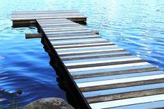mökki,laituri,järvi,tee itse diy,sininen,raidallinen,räsymattolaituri,räsymatto,unelmientalojakoti,tuunausidea,Tee itse - DIY,piha