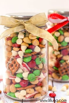 Delicious Christmas Snack Mix - filled with pretzels, peanuts, white chips, M&Ms and Andes. Christmas Snack Mix, Christmas Deserts, Christmas Food Gifts, Christmas Mason Jars, Christmas Goodies, Christmas Candy, Homemade Christmas, Holiday Treats, Christmas Baking