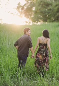 Just like many of you, we are caught in the fever! Here's another engagement shoot of Toni Gonzaga and Paul Soriano by Pat Dy that we totally love. We are smitten over this set that … Prenup Ideas Nature, Prenup Photos Ideas, Prenup Theme, Prenup Outfit, Pre Wedding Poses, Pre Wedding Photoshoot, Photoshoot Ideas, Toni Gonzaga Wedding, Rustic Prenup