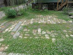 古窯レンガと枕木でナチュラルガーデン兼車庫スペース
