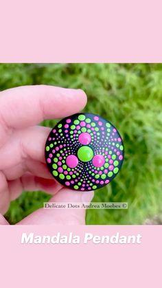 Dot Painting Tools, Stone Art Painting, Rock Painting Patterns, Dot Art Painting, Rock Painting Designs, Dot Painting On Rocks, Mandela Rock Painting, Mandala Painted Rocks, Painted Rocks Craft