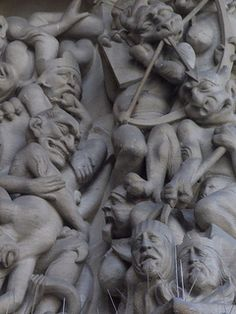 Detail from the Portal of the Last Judgement, the west entrance into Sainte Chapelle https://www.flickr.com/photos/11561957@N06/8208603082/in/photostream/