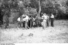 ILLUSTRATED HISTORY: RELIVE THE TIMES: Images Of War, History , WW2: When German Paratroopers Executed Greek Villagers In Crete....