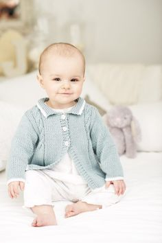 35 Stylish knits created by renowned hand knit designer Sue Batley-Kyle for tiny premature to 18 month old babies. Using