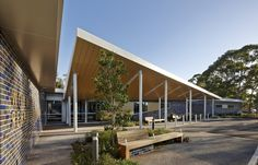 Completed in 2013 in Woy Woy, Australia. Images by Peter Bennetts . Woods Bagot has designed the Woy Woy Rehabilitation Unit, co-located and integrated with the Woy Woy Hospital situated on the Central Coast of New. Hospital Architecture, Healthcare Architecture, Modern Architecture, Rehabilitation Center Architecture, Rehab Facilities, Hospital Design, Elderly Home, Building Exterior, Facade