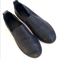 Vince Leather Flats (7) $40 Witch Shoes, Black Leather Flats, Flat Color, Loafers Men, Loafer Flats, Oxford Shoes, Dress Shoes, Easy, Products