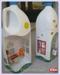 Casette per le bambole riciclate dai flaconi dei detersivi