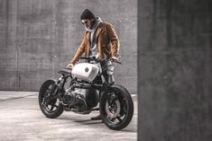 You know you've probably got a custom bike problem when you start ordering builds based on weather. Bmw Cafe Racer, Cafe Racers, Bmw Scrambler, R80, Bmw Motorcycles, Bike Design, Custom Bikes, Cool Bikes, Motorbikes