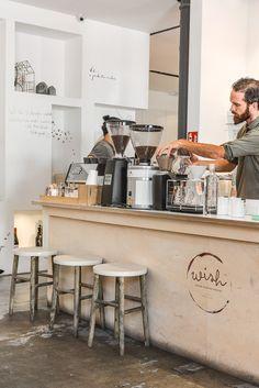 Ontbijten in Lissabon bij Wish Slow Coffee House LX Factory Bar Restaurant, Modern Restaurant, Restaurant Design, Cafe Bar, Cafe Shop, Design Café, Cafe Design, Design Ideas, Coffee Bar Home