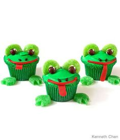 Frog Birthday Cupcakes Design     How to make frog birthday cupcakes with spearmint leaves and green gummy apple rings