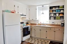 Kitchen remodel - 10 DIY Cabinet Makeovers That Will Make Your Kitchen Look More Expensive – Kitchen remodel Old Kitchen Cabinets, Diy Cabinets, Diy Kitchen, Kitchen Ideas, Kitchen Cupboard, Cheap Kitchen, Kitchen Decor, Cupboards, Farmhouse Cabinets