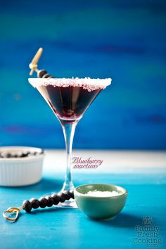 Blueberry Martini- 5 ounces Unsweetened Blueberry Juice 2 ounces plain Vodka Honey or Sugar to taste Ice Fresh Blueberries Sparkling Coarse Sugar for rim of glass Cocktails, Non Alcoholic Drinks, Party Drinks, Cocktail Drinks, Fun Drinks, Martini Party, Martinis, Beverages, Drinks Alcohol