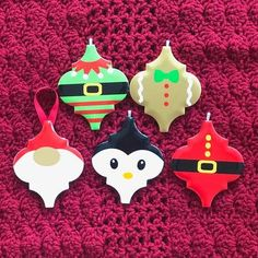Grab the free svg files to make your own Christmas ornaments from ceramic tile.