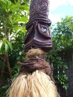 taiaha by jo.blackford, via Flickr Maori Tribe, Maori Patterns, Maori Art, Easter Island, Bone Carving, Tribal Art, Woodwork, Weapons, Ethnic