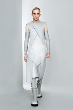 Gareth Pugh | Spring 2011 Ready-to-Wear Collection | Style.com