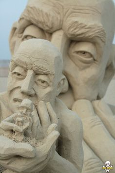 Sand Sculpture of a Man Holding Tiny Versions of Himself by Carl Jara (5 Pictures   Clip)