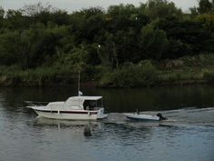 #botes #lancha #rio #vegetacion  #remolcando #nublado