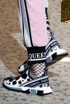 Sfilata Dolce & Gabbana Milano - Collezioni Autunno Inverno 2018-19 - Vogue