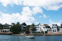 Just read a beautiful post by @theartofwanderlusting who captured this beautiful image while in Lamu. She is an amazing blogger.  A great budget travellers guide to Lamu which they did in 72 hours.  J really want to explore budget travel in 2017 and also visit Lamu and this post is really helpful.  Check out the article you will love it (link in her bio)  #travel #budgettravel #theartofwanderlusting #lamu #kenya #thisismykenya  #sundayreading #nairobibloggers