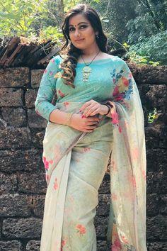 Beautiful Saree, Beautiful Indian Actress, Beautiful Women, Beautiful Horses, Beauty Full Girl, Beauty Women, India Beauty, Asian Beauty, Happy Hour Outfit