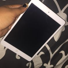 IPAD MINI  Barely used iPad mini!! It has a couple cracks that you can see from the pictures because it got dropped one time but either then that it's in great condition! WE CAN NEGOTIATE A PRICE! Apple Other
