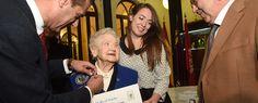 Fernanda Pozo recibe el título de licenciada en Química por la UMU 75 años después de comenzada la carrera (22/11/2016)
