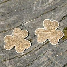 Boucles d'oreilles en paille: trèfle brun Fibres, Drop Earrings, Jewelry, Brown, Ears, Boucle D'oreille, Locs, Bijoux, Jewlery