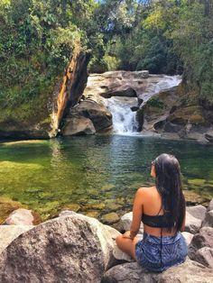 Piscina do Maromba, Parna Itatiaia - RJ | Trilhando Montanhas Girl Photography Poses, Creative Photography, Amazing Photography, Travel Photography, Nature Instagram, Story Instagram, Summer Instagram Pictures, Lake Pictures, Beach Poses