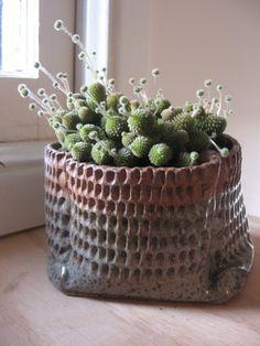 mpeck via ermie - a clay 'basket' make a pot that looks like a hessian bag