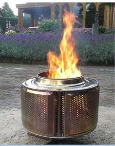 Een wasmachinetrommel als vuurkorf! Als bloempot kan ook, maar dit vind ik veel leuker. Deze heb ik! Geniaal! Geen zooi van as, super lekker warm heerlijk!