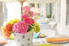 Hydrangea + daisy #centerpieces | Photography: Splendor Photography - splendorphotoblog.net  Read More: http://www.stylemepretty.com/2014/05/07/devon-rachels-bridal-shower/