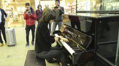 "Girl Starts Playing ""Bohemian Rhapsody"" On Elton John's Piano – People Immediately Start Filming"