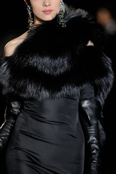 Black Essence ✦ Dsquared² at Milan Fashion Week Fall 2013 Fur Fashion, Fashion Details, Love Fashion, Runway Fashion, High Fashion, Fashion Show, Womens Fashion, Milan Fashion, Estilo Glamour