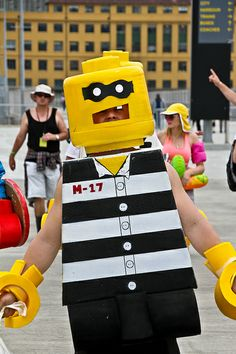 From the block Lego Costume, Halloween Party Costumes, Halloween Skull, Diy Costumes, Halloween Treats, Halloween Fun, Halloween Decorations, Costume Ideas, Lego Fancy Dress