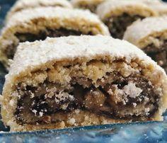 מתכון לעוגיות מגולגלות, או בשמן השני רולדת תמרים ואגוזים מבצק פריך. עוגיות מעולות לאירוח במיוחד כיוון שהמתכון יכול להיות גם פרווה. מלאו את הבית בריח נהדר