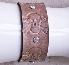 "Armband ""punzierte Totenköpfe"",antik-look,Handarb. von Bonitolino auf DaWanda.com"