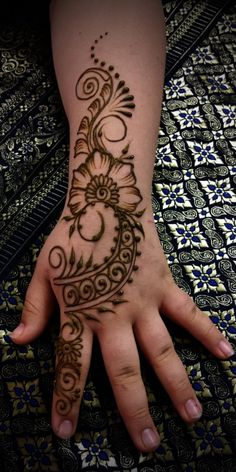 You've got an ocean of henna designs before you, and you can grab your most favorite one. Though it is a small body part, a henna on it looks simple yet elegant. Among all wrist tattoos, henna flower are believed to be the most well-known ones. Mehendi Designs For Kids, All Mehndi Design, Henna Flower Designs, Mehndi Designs For Beginners, Mehndi Designs For Fingers, Flower Henna, Beautiful Henna Designs, Latest Mehndi Designs, Simple Mehndi Designs